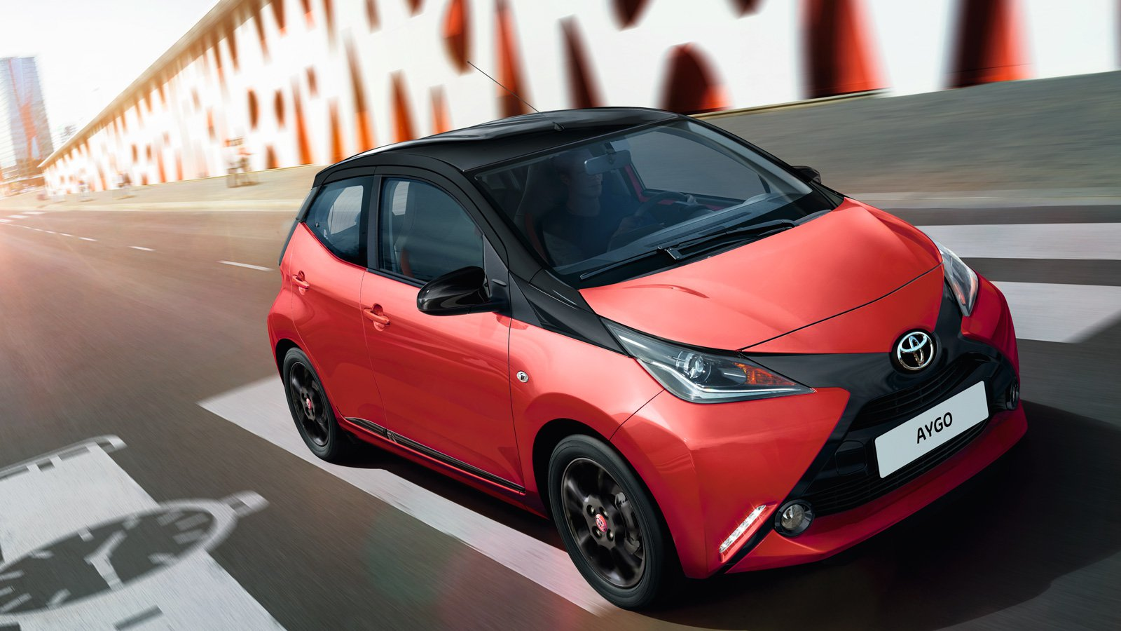 Toyota AYGO rood road