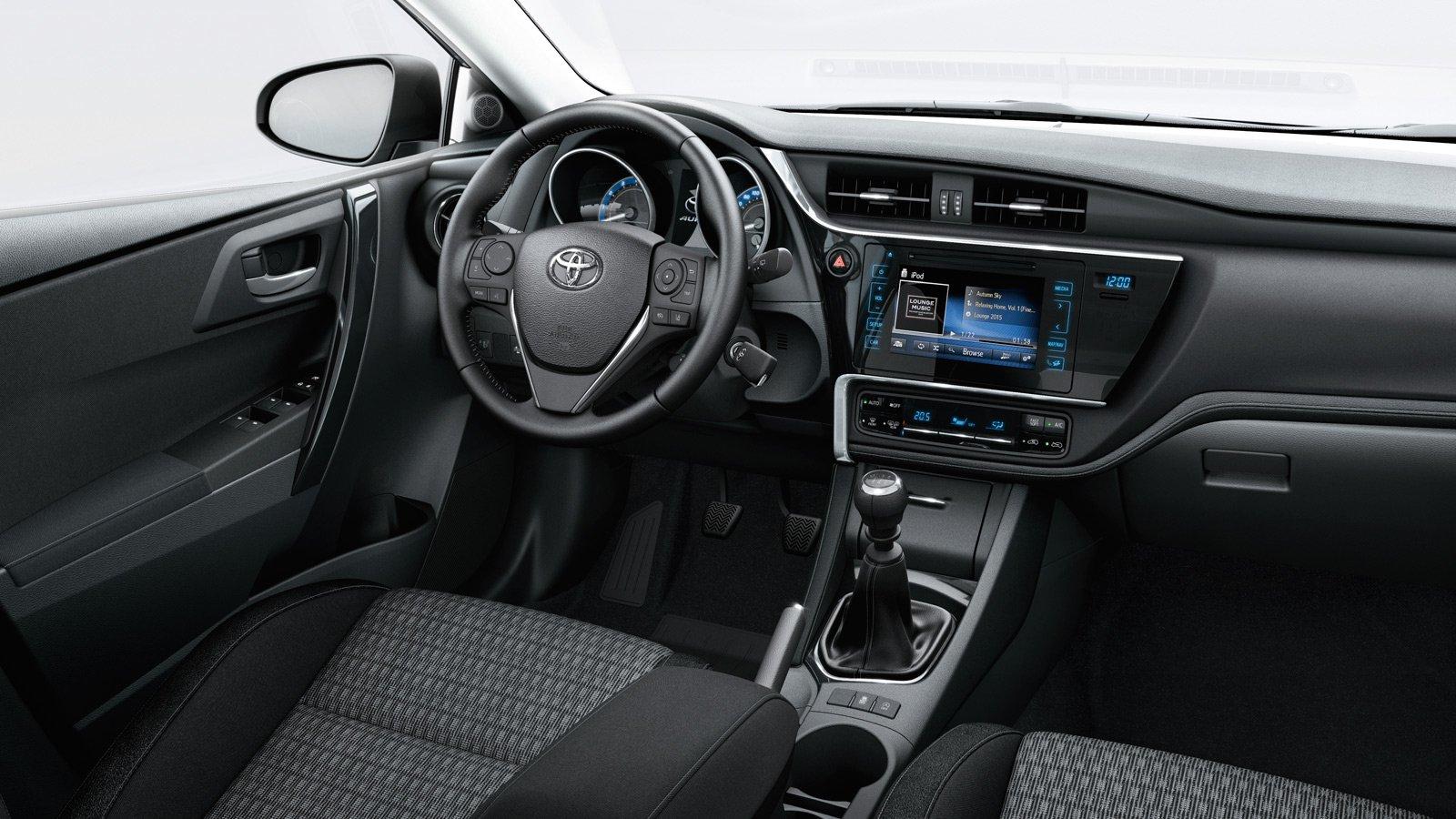 Toyota Auris interieur handgeschakeld